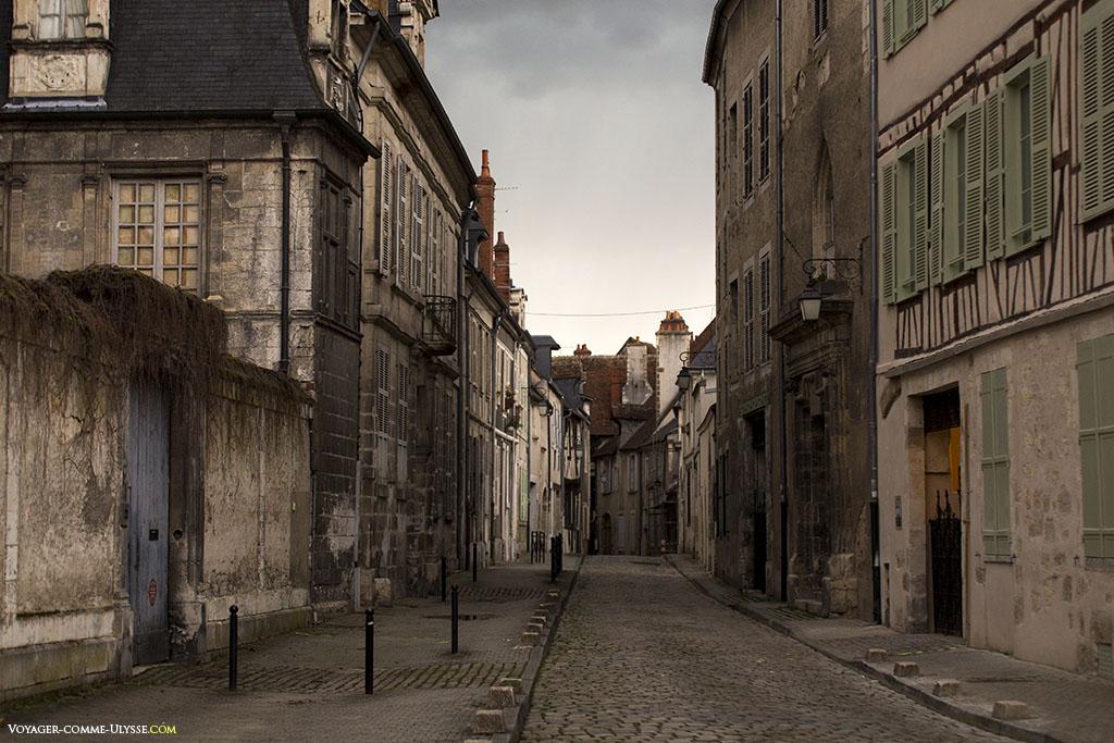 Il ne faut pas grand chose à cette rue pour la rendre compatible avec le tournage d'un film d'époque.