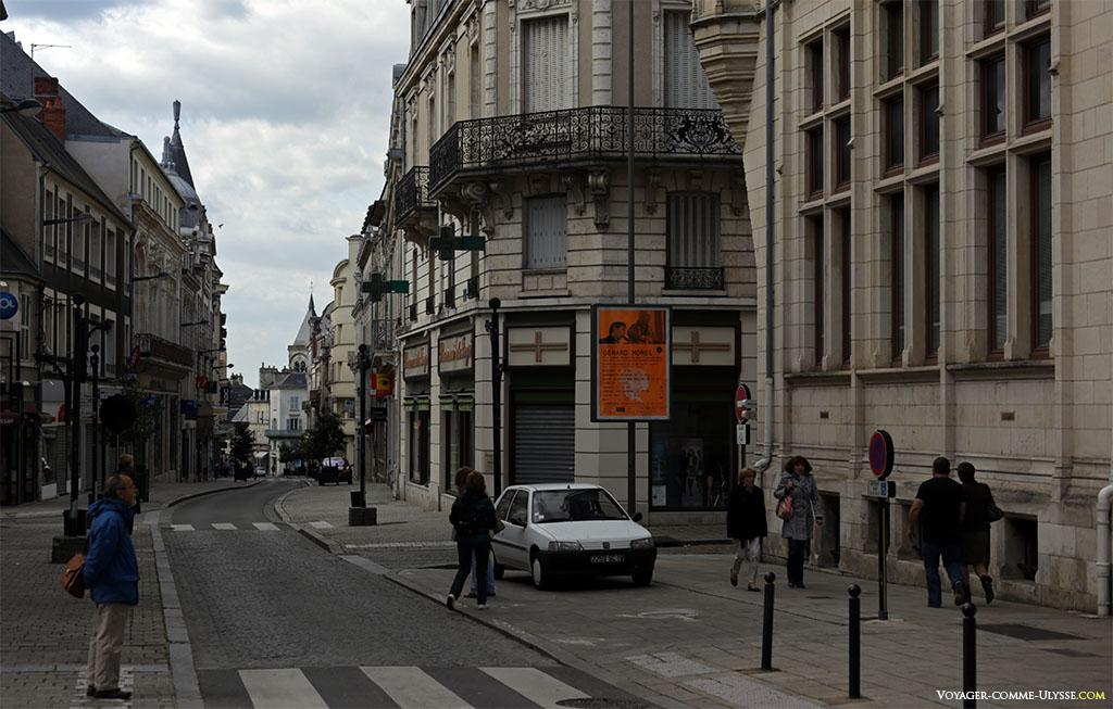 Même les grandes rues du centre privilégient les trottoirs et les piétons.