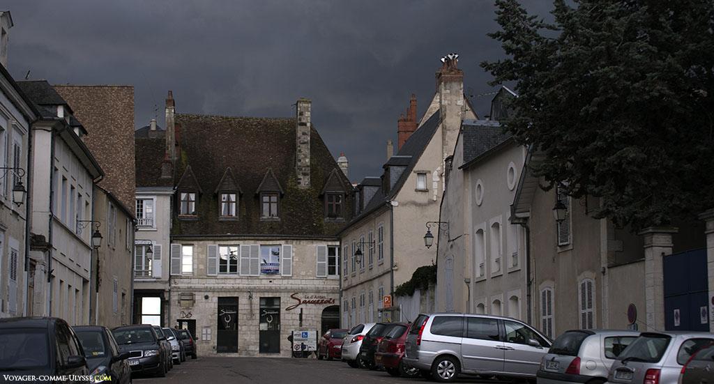 Au fond, le restaurant d'Antan Sancerrois, sur la rue Bourbonnoux