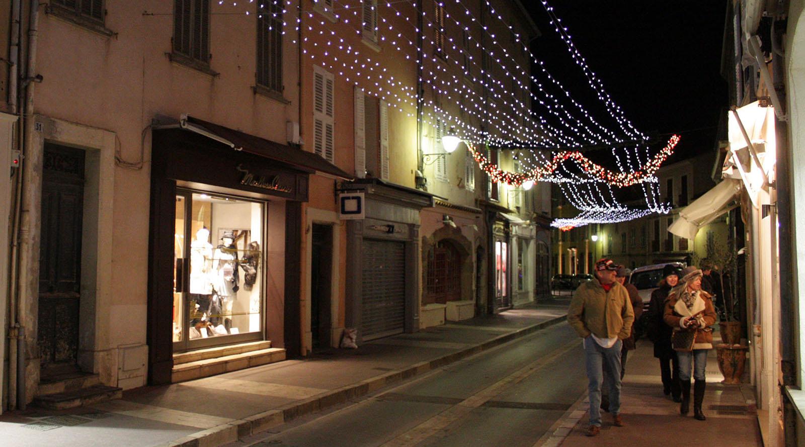Rues de Saint-Tropez, un soir de Noël
