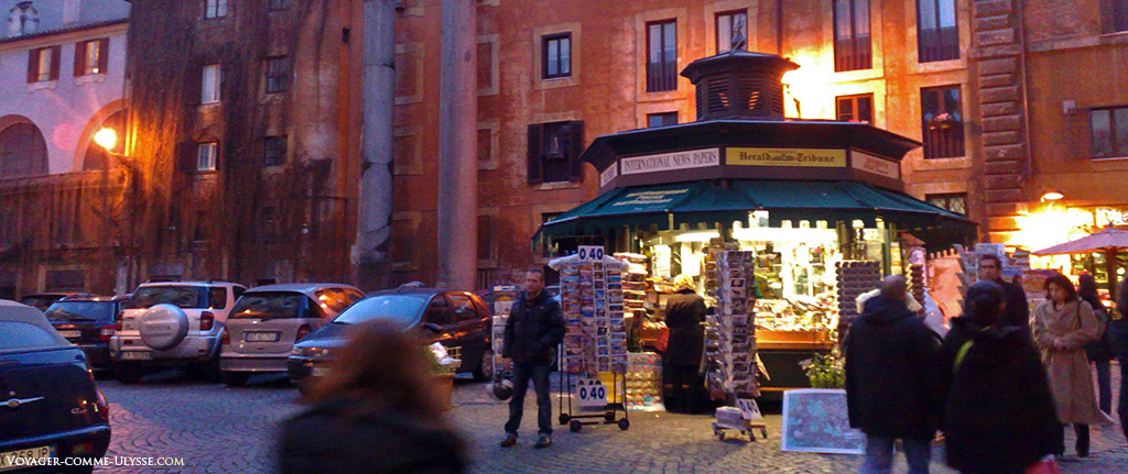 Kiosque à journaux romain