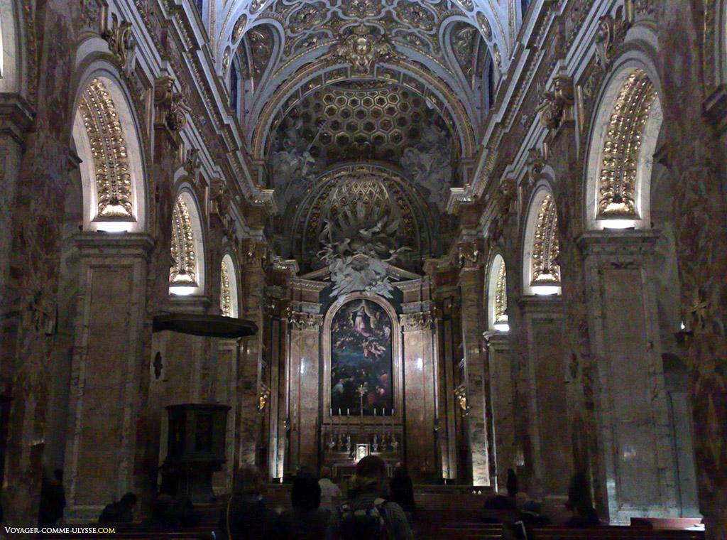Trois nefs composent l'église
