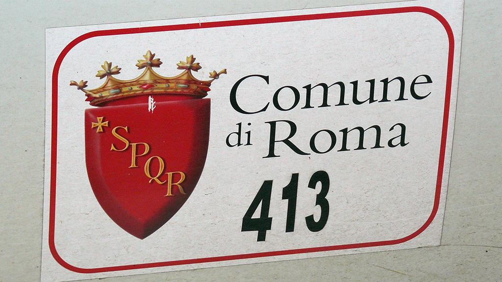 Logo de la Comuna di Roma sur la portière d'un taxi