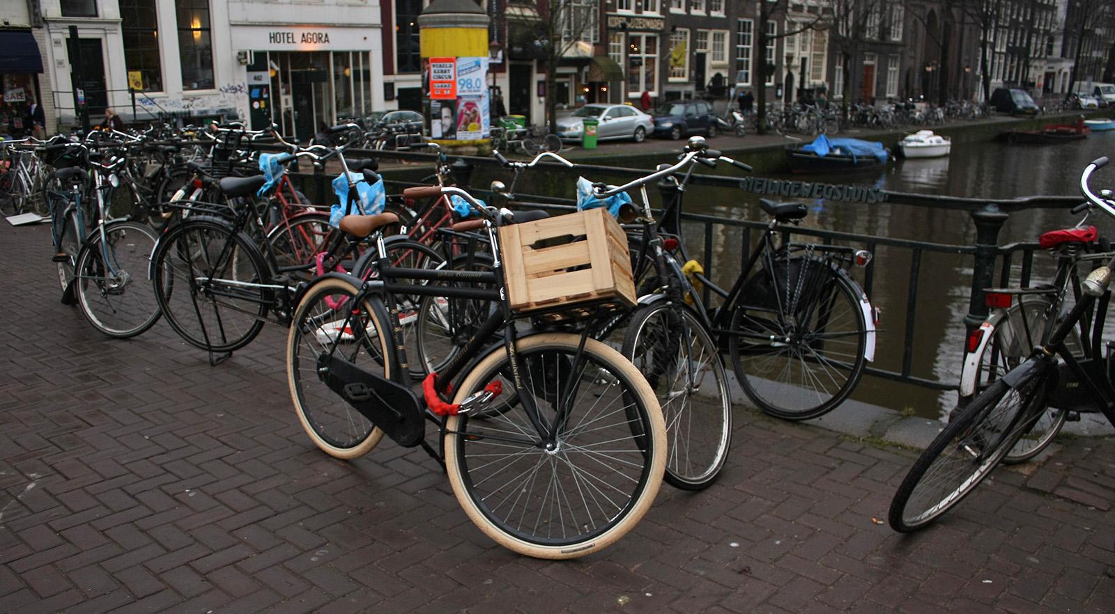 Faire du vélo à Amsterdam : meilleur moyen de transport néerlandais