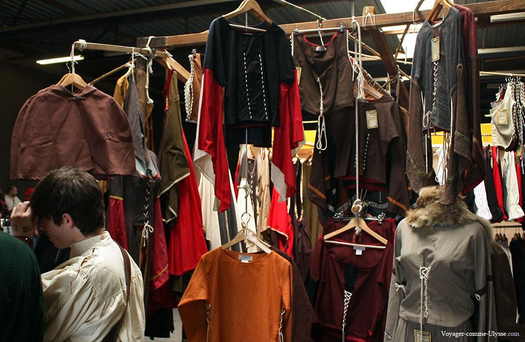 Beaucoup des vêtements vendus sont tout à fait portables au 21e siècle