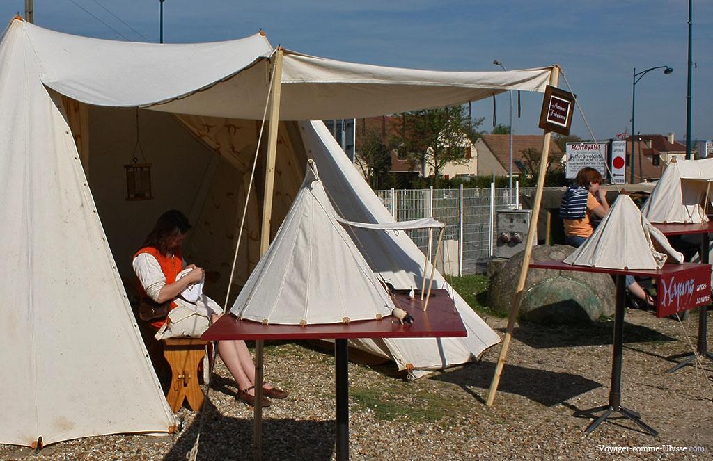 Ici, on vend des tentes, faites à la main