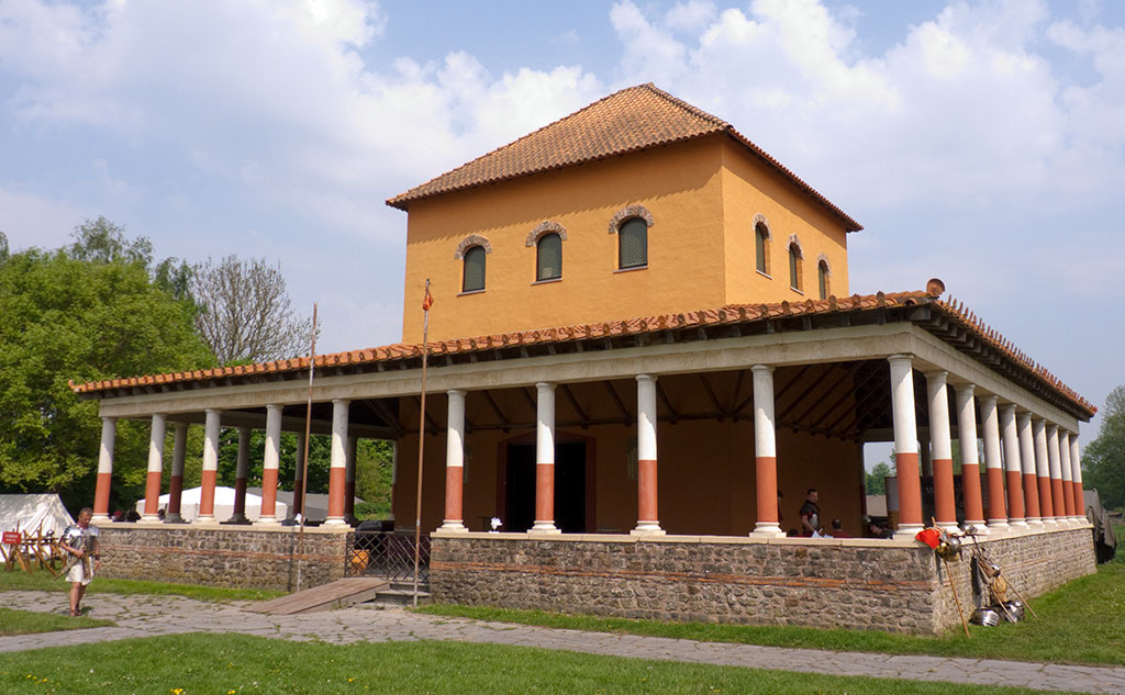 Reconstruction d'un fanum, temple gallo-romain