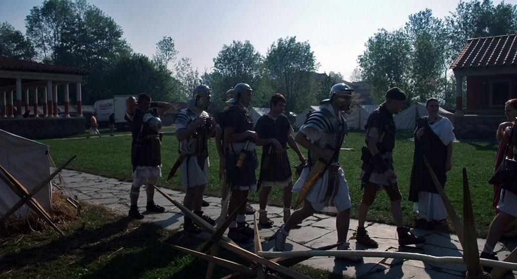Quelques légionnaires romains, se préparant à se mettre en marche