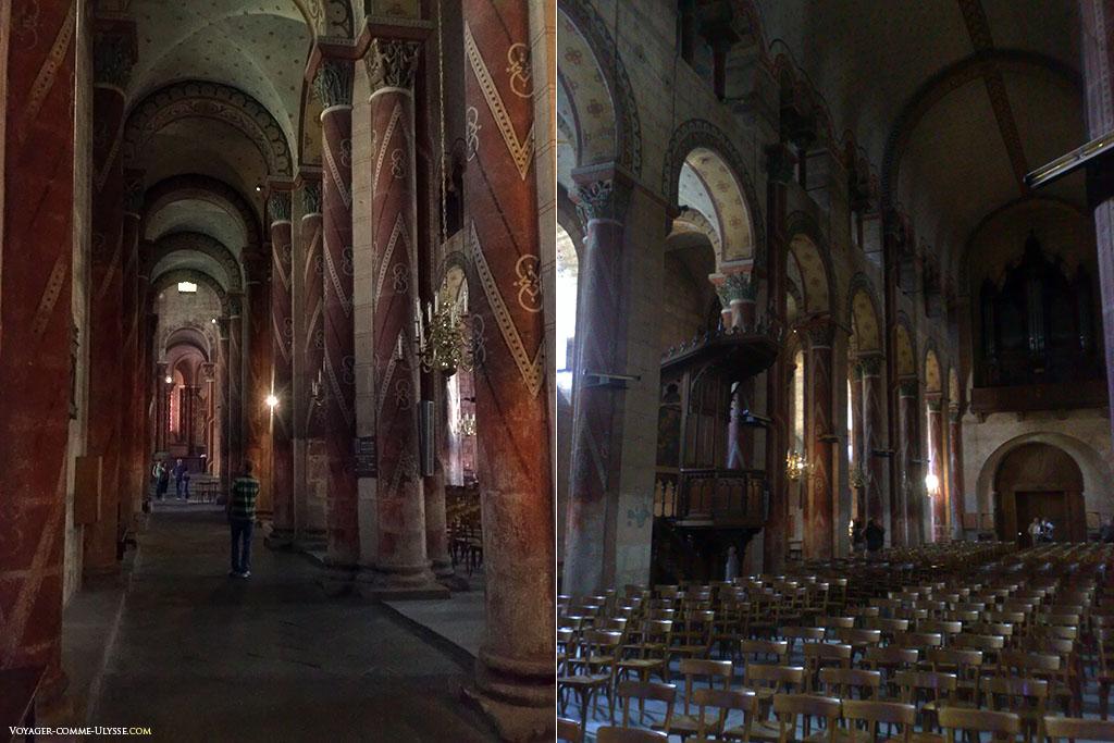 A gauche, collatéral de la nef, à droite, orgue de l'église d'Issoire