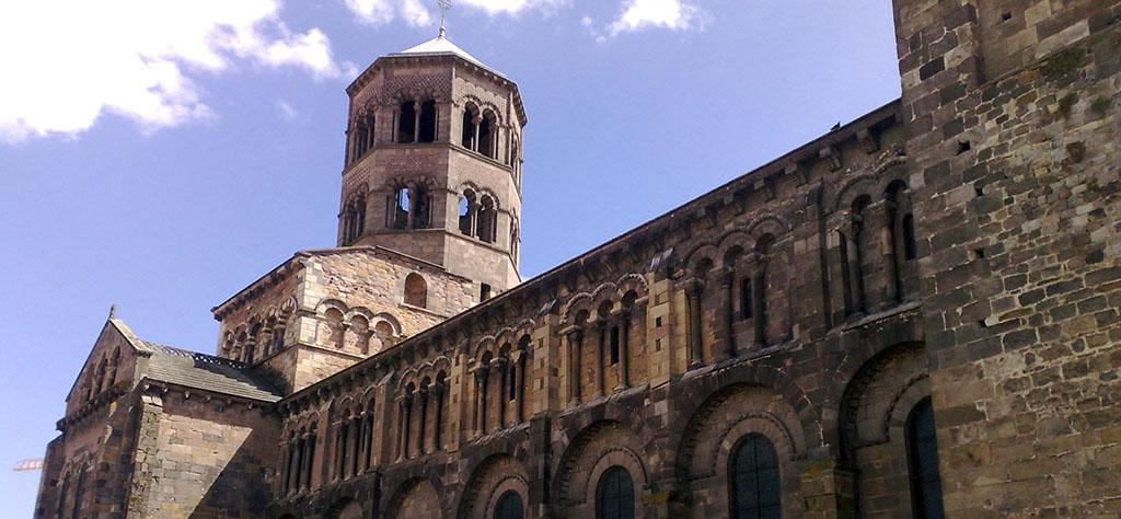 Issoire et son église de Saint Austremoine : ballade en Auvergne
