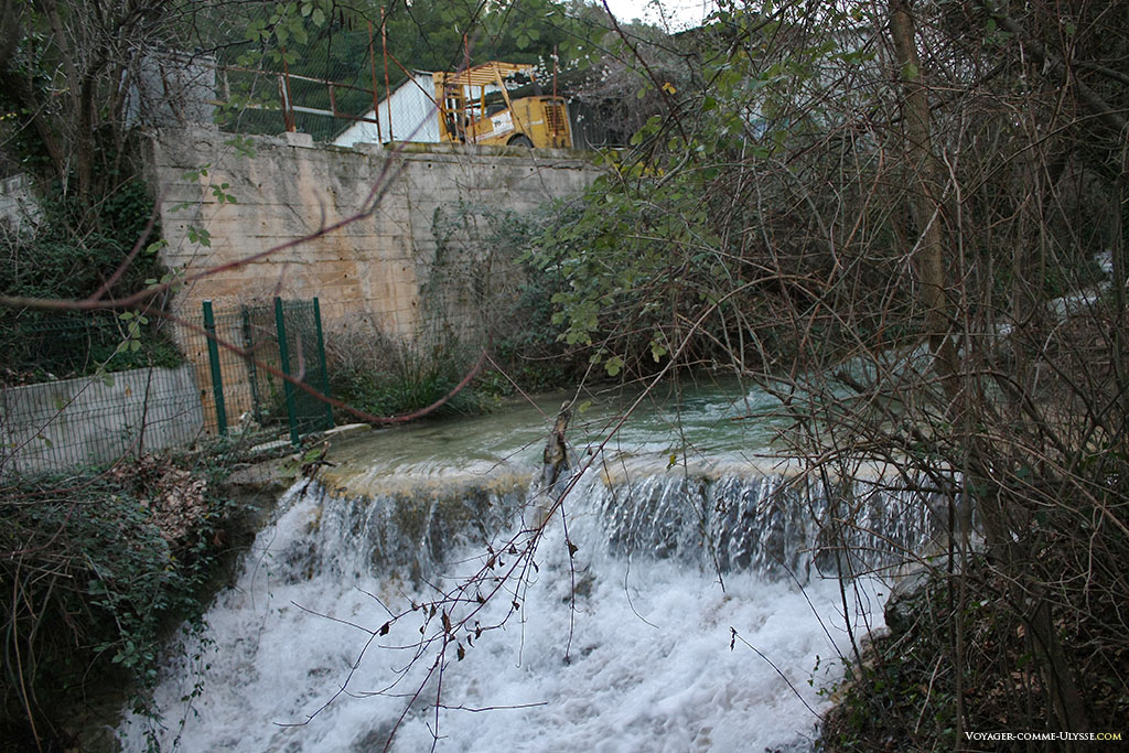 Jolie cascade, près de l'ancienne usine