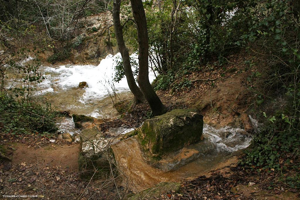 Cette pierre marque l'emplacement d'une source