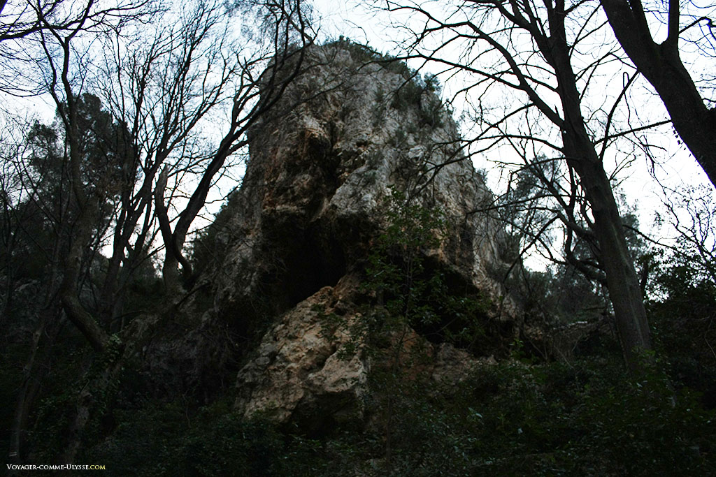 Un gros rocher, nous rappelant toujours la géologie de la région