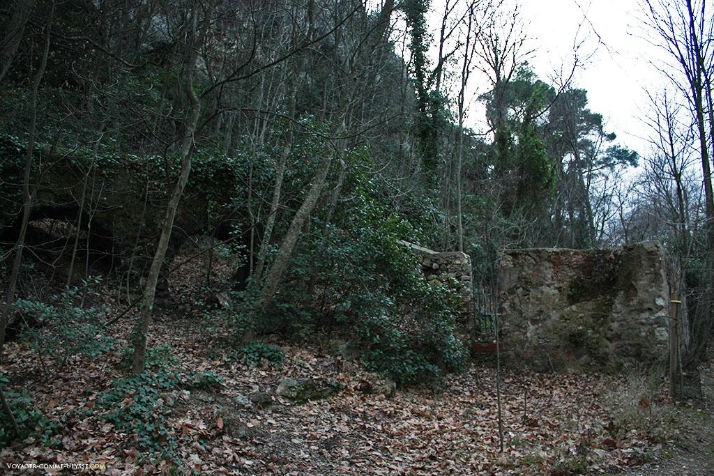Ruines d'un ancien pont