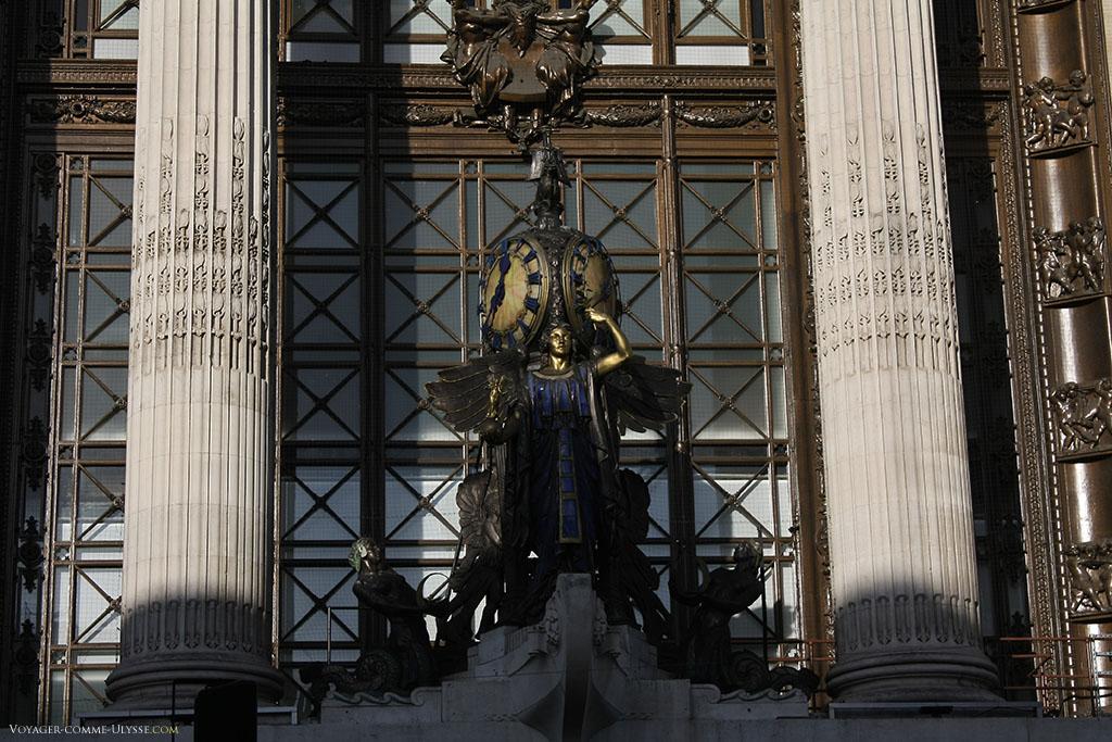 The Queen of Time, du sculpteur Gilbert Bayes