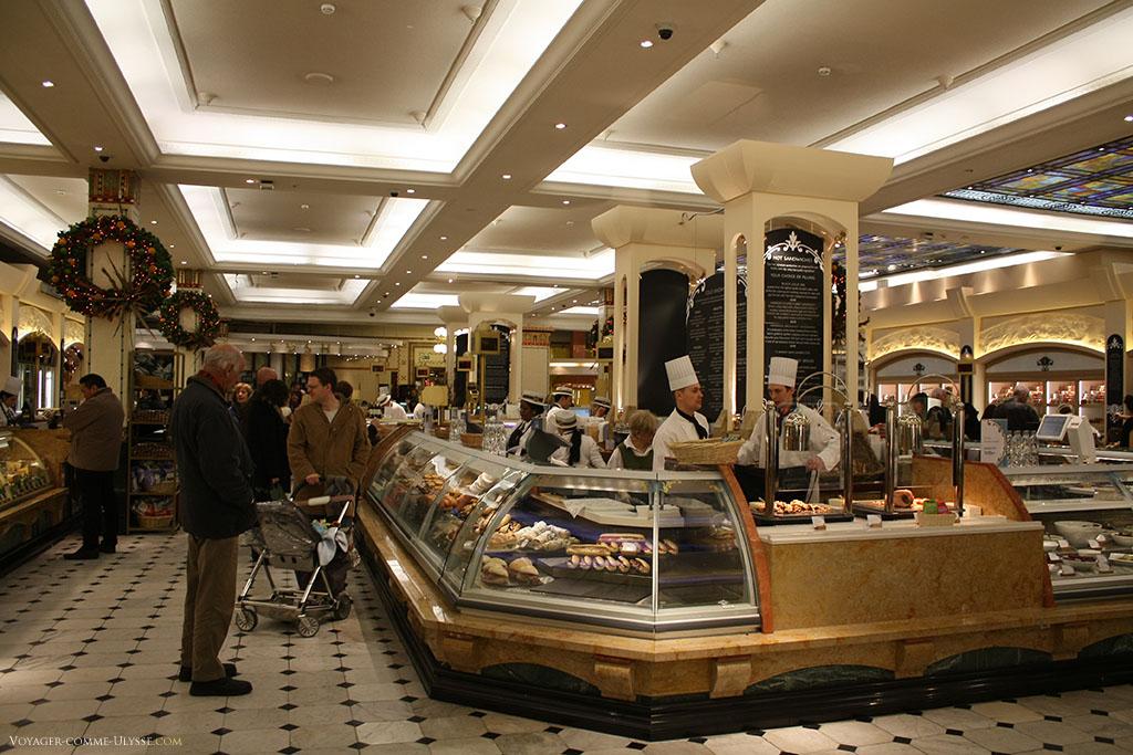 Une des nombreuses sections de Harrods. Ici, c'est la section charcuterie, traiteur, fromagerie, la plus française des boutiques Harrods.