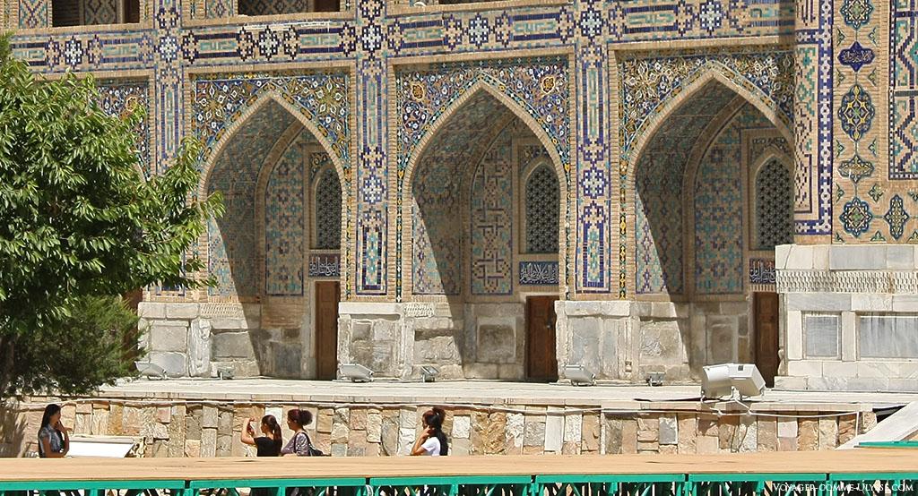 Les ouzbeks sont friands, comme tout le monde, de photos souvenirs, ici à coté de Shir-Dor.
