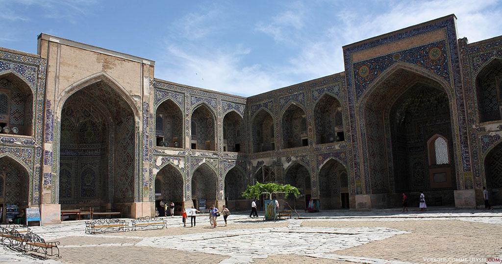 Pátio interior de Shir-Dor.