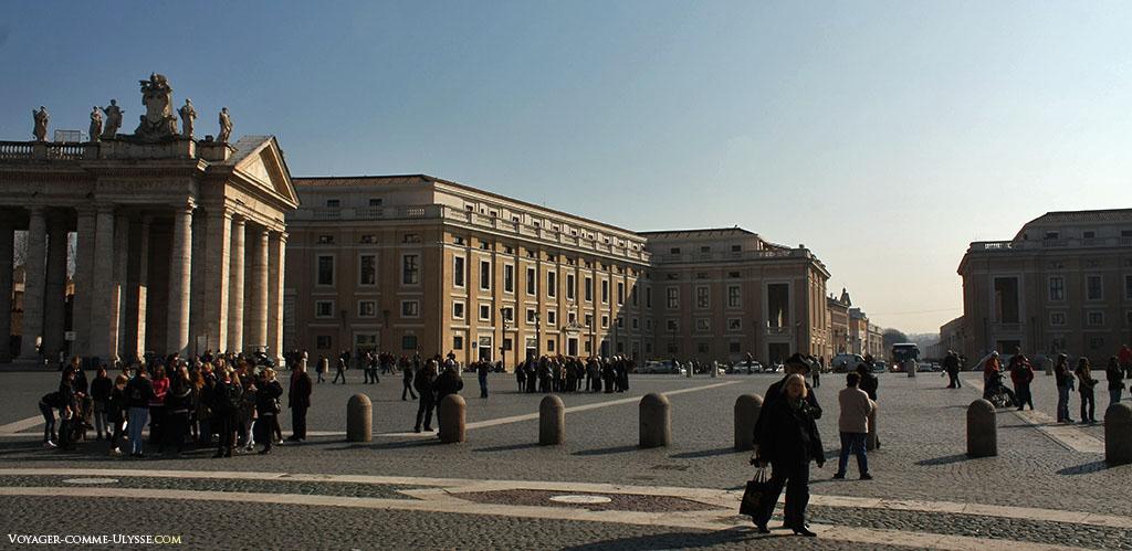 A Praça Pio XII, entre a praça de São Pedro e a Via della Conciliazione.