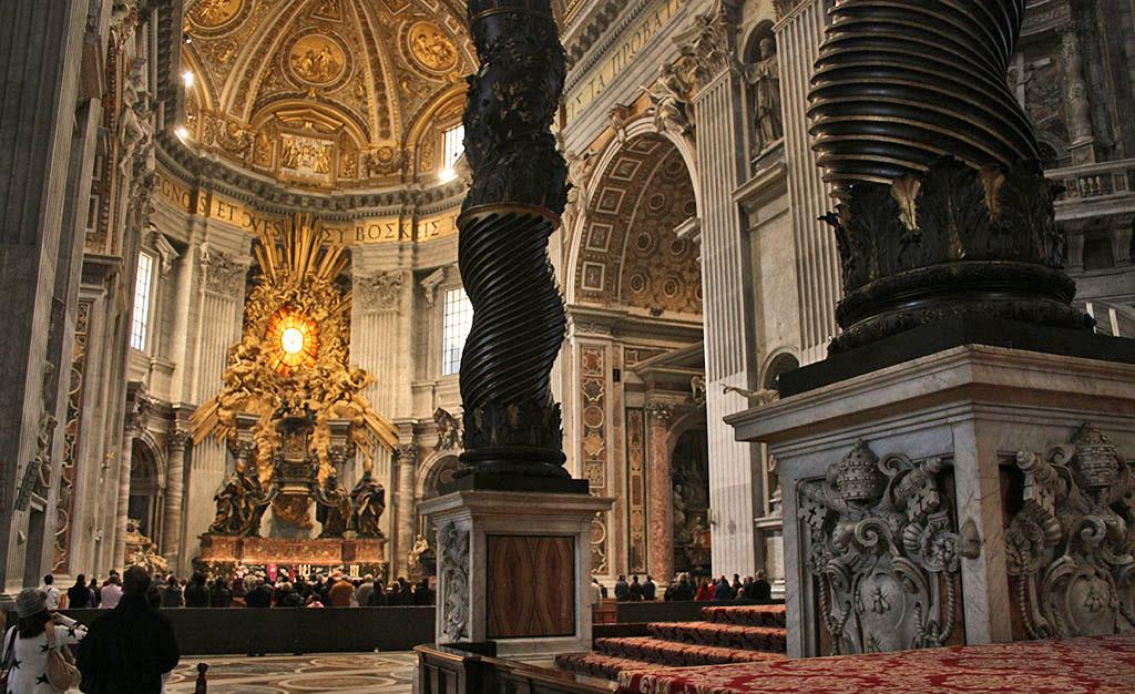 Intérieur de la basilique Saint-Pierre de Rome