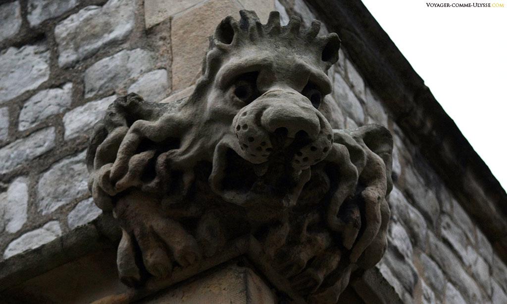 Décoration des murs, quelque part dans la forteresse. Le lion, symbole de majesté et de force surveille les envahisseurs d'antan ou les touristes contemporains.