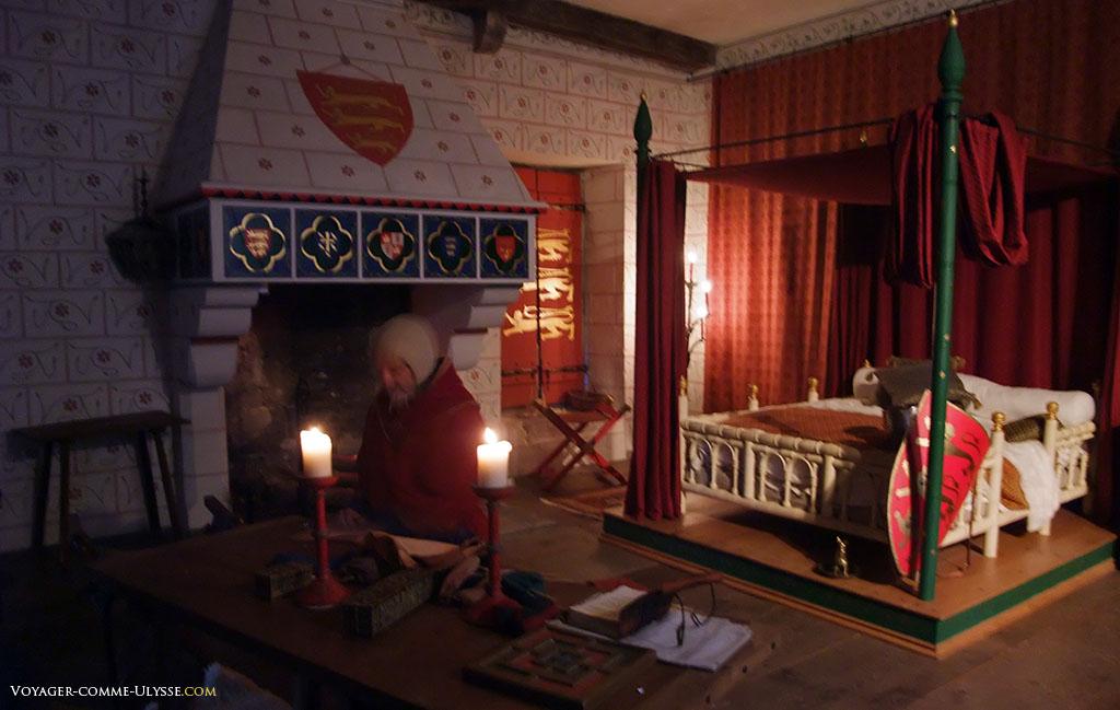 Chambre du roi. C'était le tout confort médiéval, avec cet énorme lit à baldaquin.