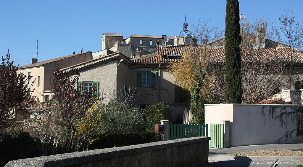 Toujours à la recherche de la ville idéale pour vivre, il faut avouer que vivre dans une des maisons de la vieille ville, avec leur petit jardin et leur proximité des commerces ne nous déplairait pas.