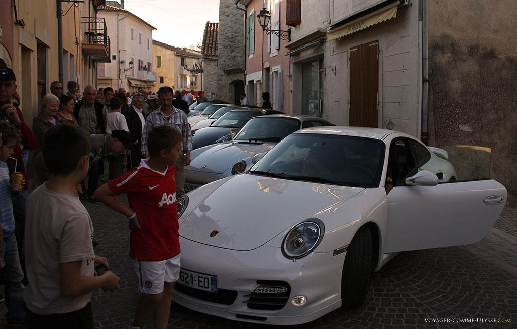 Preuve de la réputation de Gréoux-les-Bains : le club Porsche y a organisé une manifestation ce jour là.