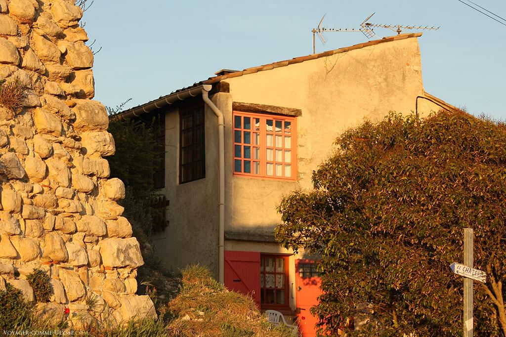 Une des maisons que l'on croise en allant au château.