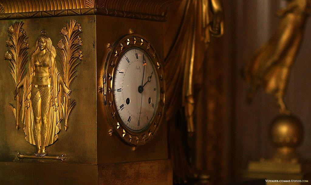 Sur cette horloge, la déesse égyptienne Isis.