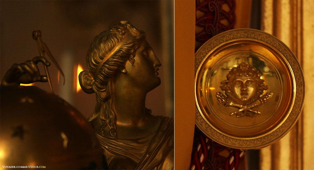 A Antiguidade encontra-se em todo o lado, até nos pormenores. A direita, encontramos um pormenor de um cortinado.