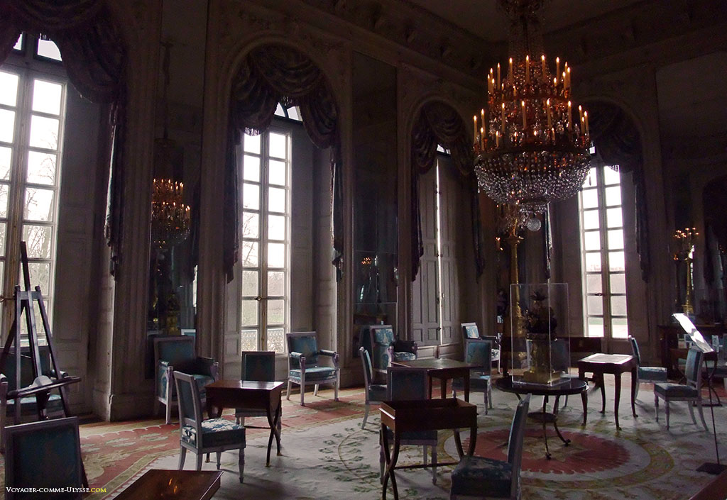 Salon des Glaces. C'était la Salle du Conseil de Louis XIV.