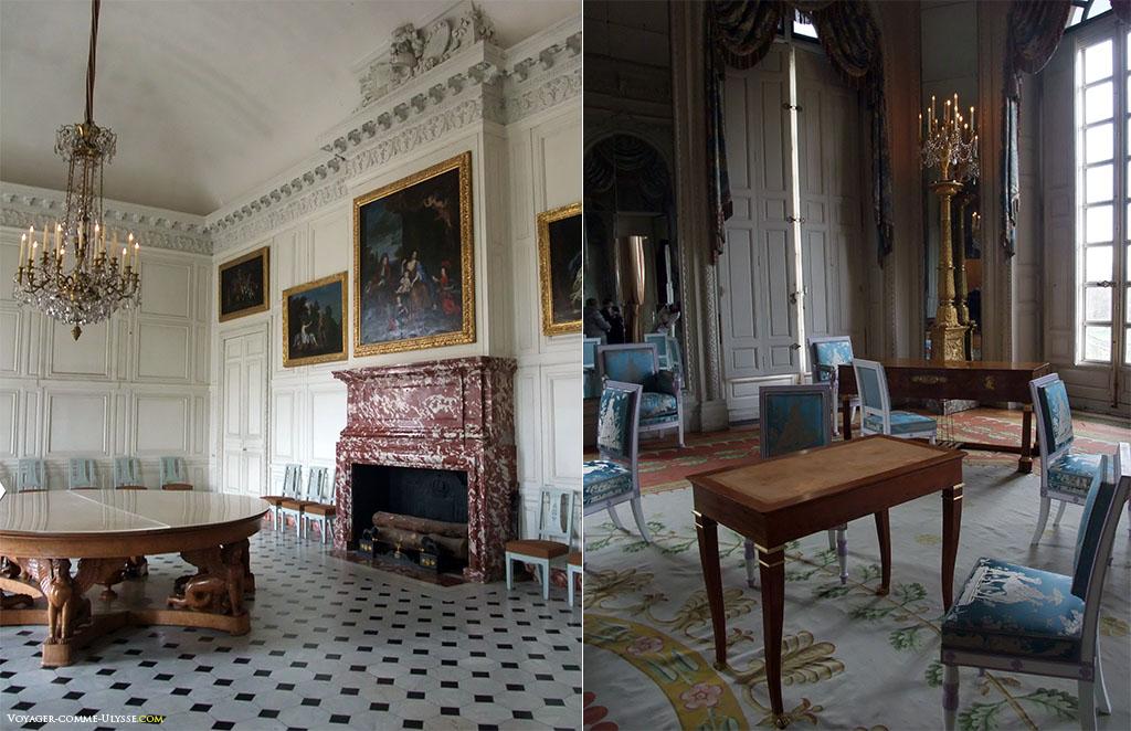 À esquerda, a sala dos Senhores, facilmente reconhecida pelo seu piso que não é feito de tacos de madeira. À direita, a Sala dos Espelhos.
