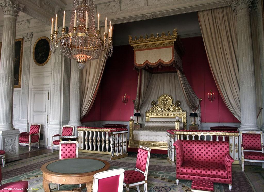 Quarto da imperatriz. A decoração é típica do Primeiro Império.