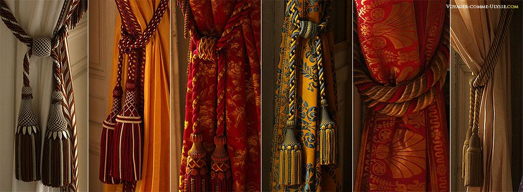 Les rideaux des pièces sont également assortis de façon unique.