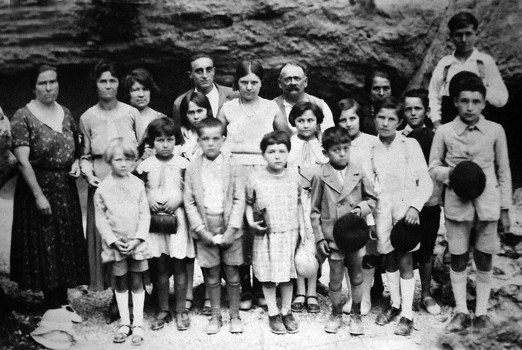 Habitants de Saint-Léger du Ventoux. Photographie en noir et blanc.