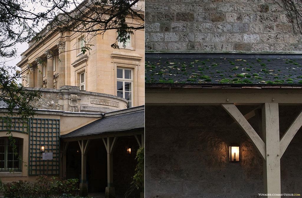 Dans la cour de la maison du Suisse, le gardien du Petit Trianon. C'est redevenu comme à l'époque l'entrée principale du château.