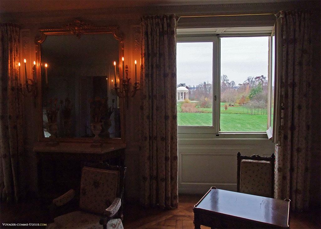 De la fenêtre de la Chambre de la Reine, on peut voir le Temple de l'Amour.