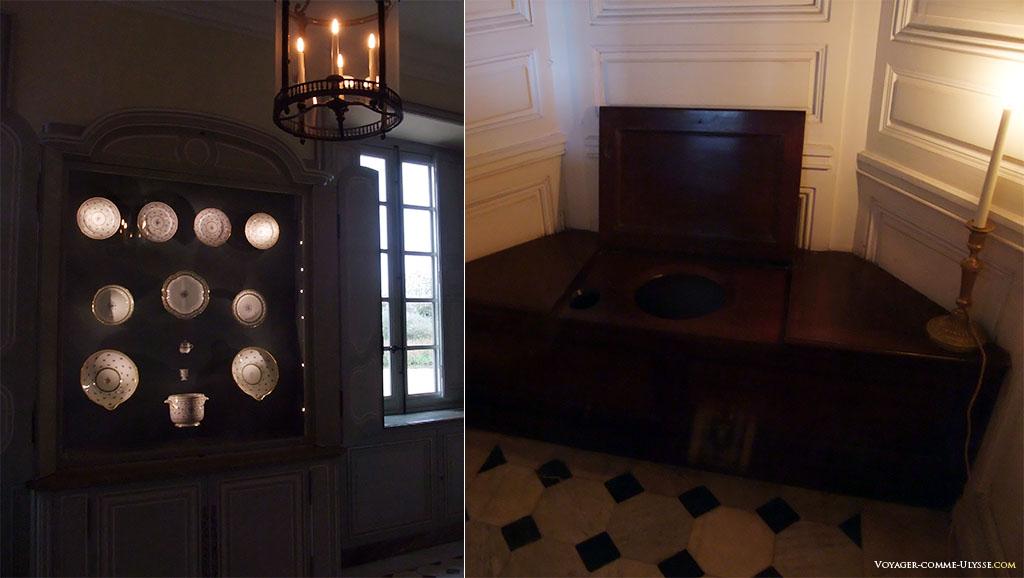 Une des salles expose le peu de vaisselle qu'il reste du Petit Trianon. A droite, les toilettes, juste à coté de la Chambre de la Reine.