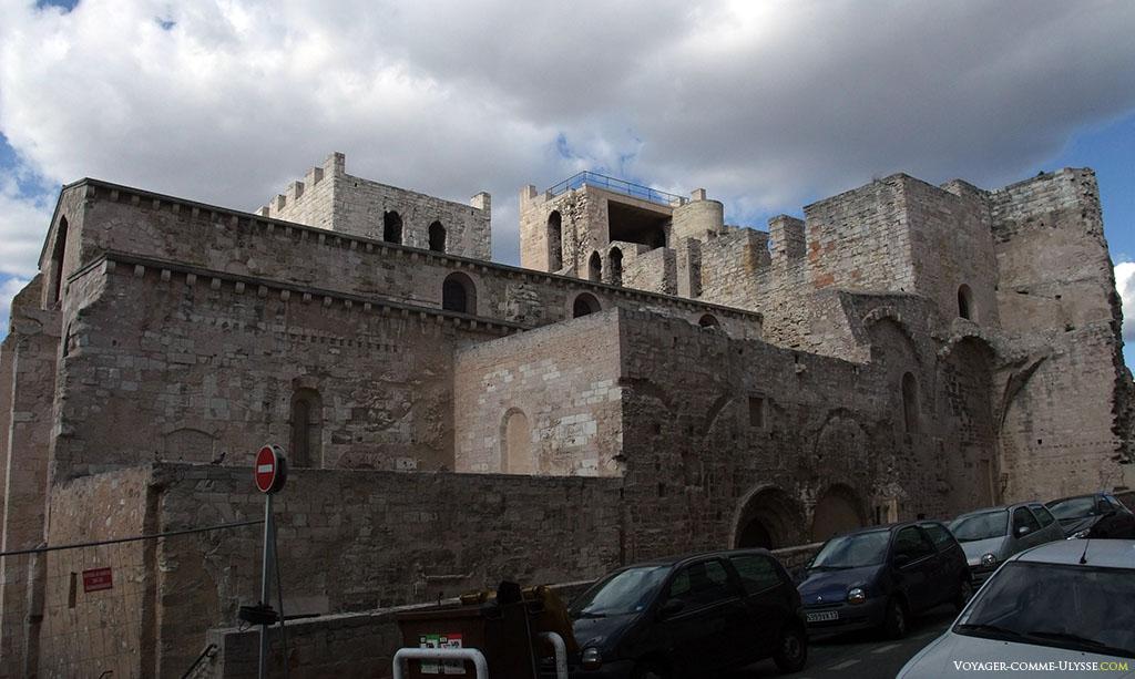 L'abbaye Saint Victor vue de derrière, rue de l'abbaye. C'est ici que se trouvait l'ancien cloître.