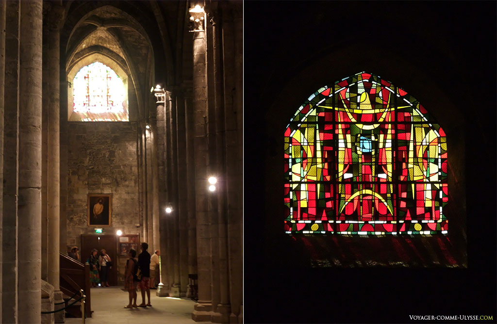 L'église haute. Les vitraux sont de Max Ingrand, en remplacement de ceux détruits par la guerre de 1939-1945