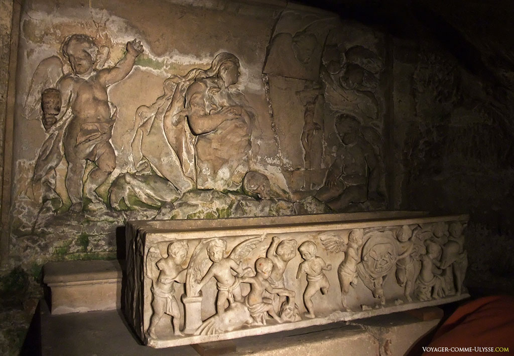 Chapelle Saint Lazare et sarcophage des saints innocents.