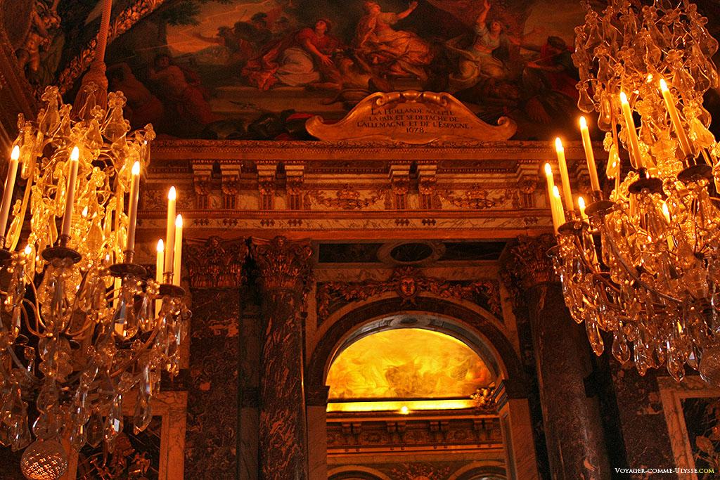 Extrémité du plafond de la Galerie des Glaces.