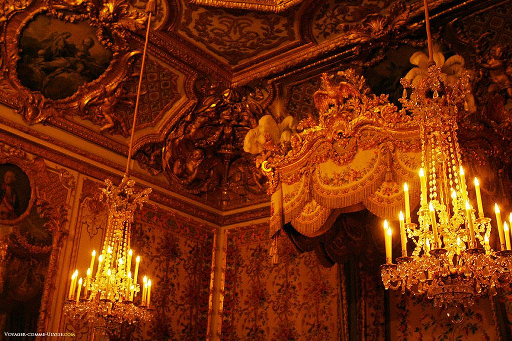 O Quarto da Rainha, no Grande Apartamento da Rainha. É aqui que a esposa de Luís XIV, dá em público à luz dos seus filhos.