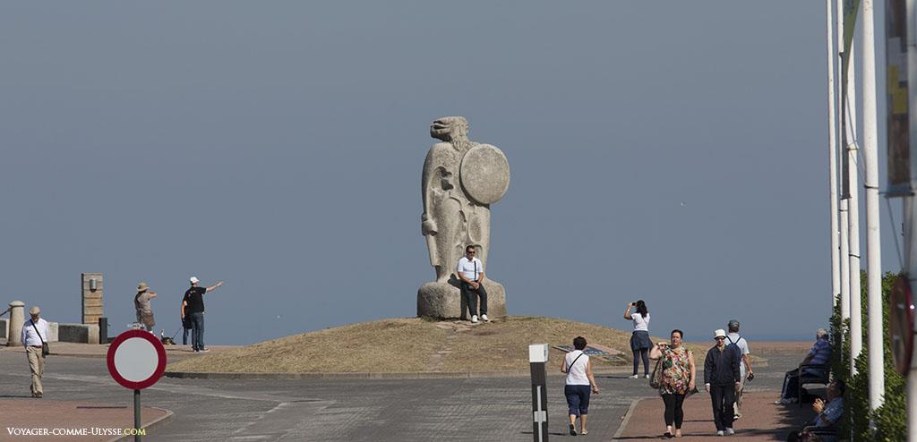 Statue de Breogán, dans le parc du phare.