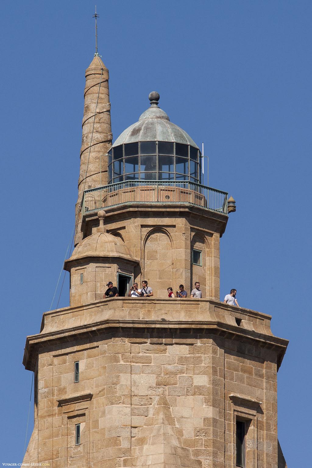 La lanterne et les plus petites tours qui la soutiennent. Rien de ceci n'est romain.