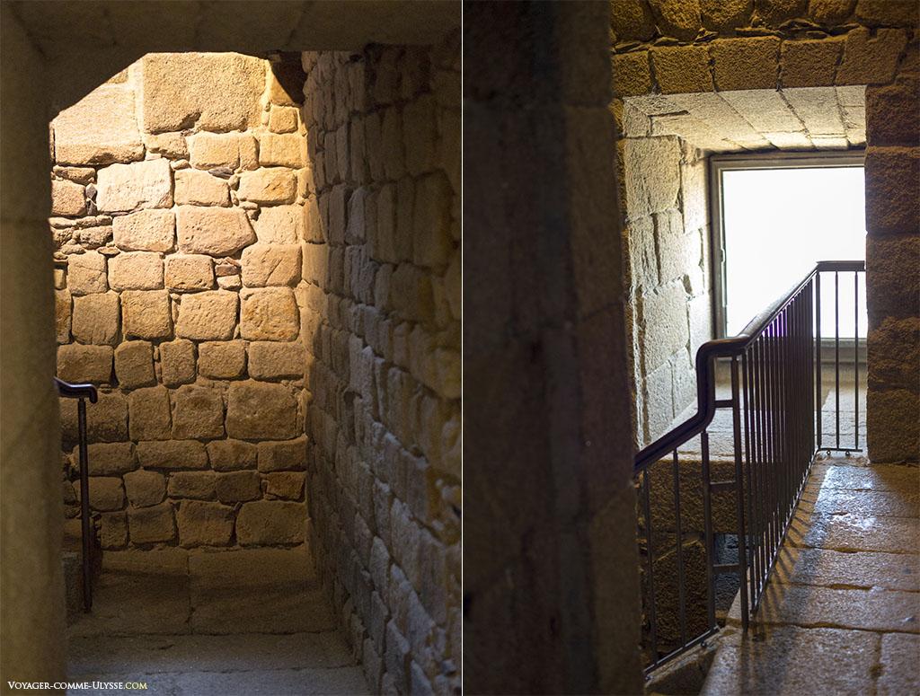 Escalier interne du phare, un ajout moderne.
