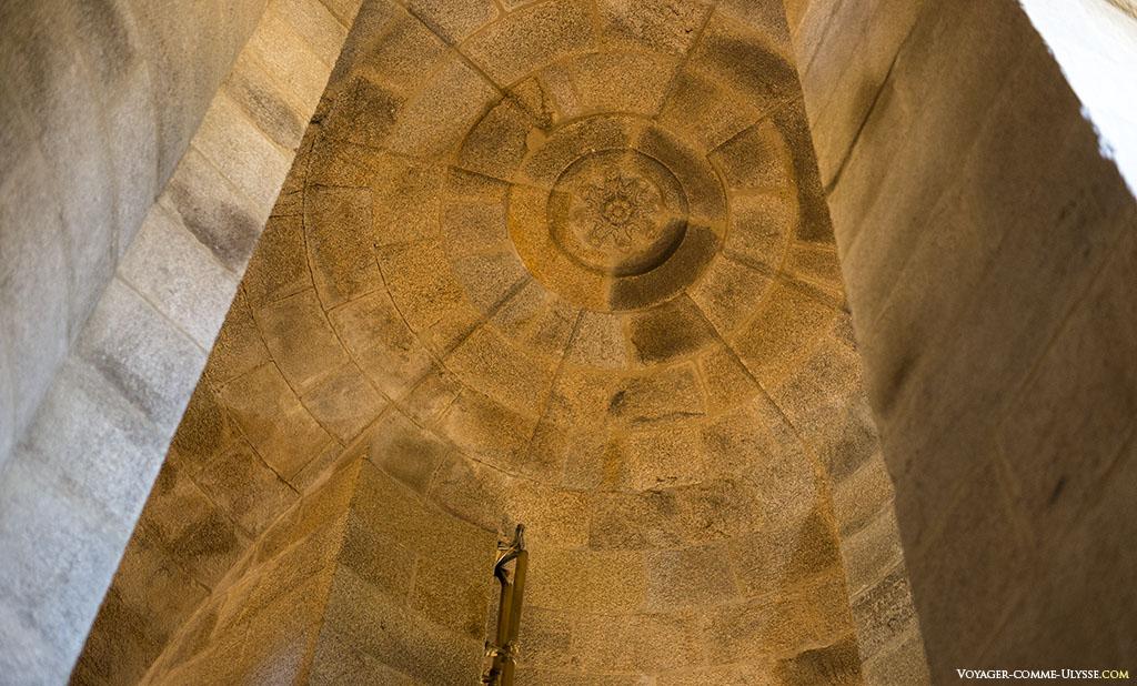 Le plafond de la dernière tour avant la lanterne.
