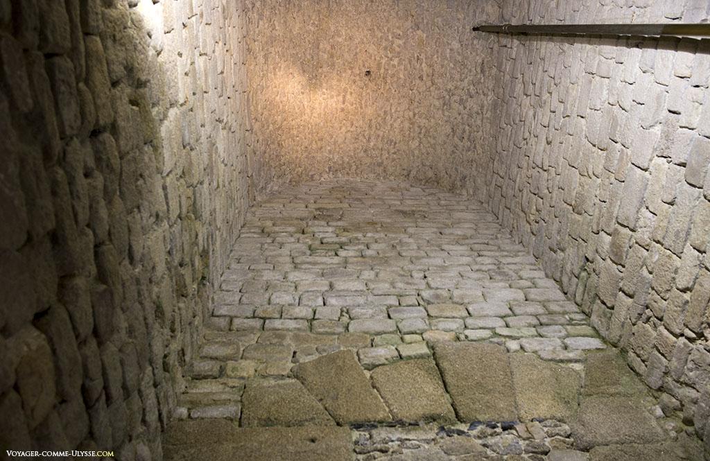 Une des grandes chambres de la tour.