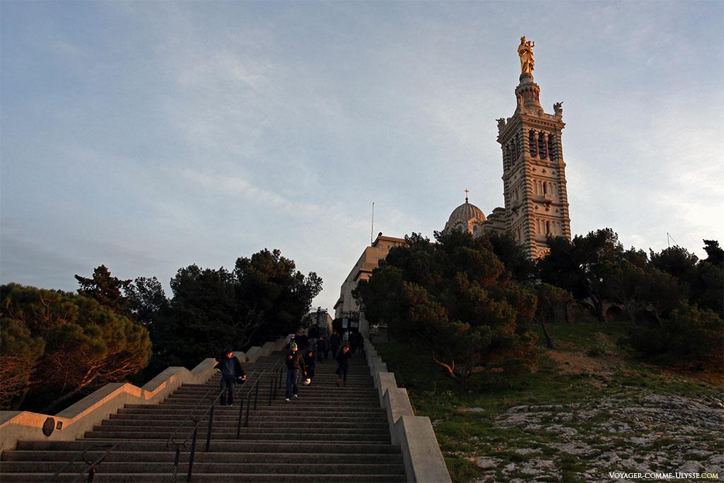 L'escalier menant à Notre-Dame-de-la-Garde